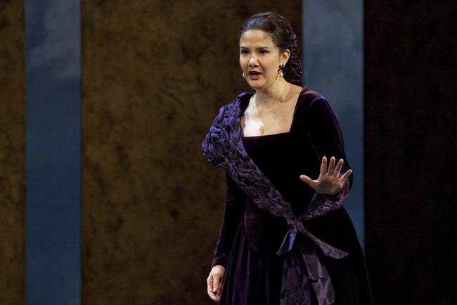 Donna Annaként az operaházi Don Giovanniban (fotó: Vermes Tibor)