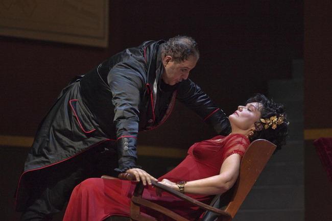 Tosca és Scarpia: Karita Mattila és George Gagnidze (fotó: Ken Howard)