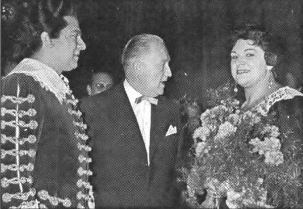 Az álarcosbál előadása után Giuseppe di Stefanóval és Nádasdy Kálmánnal