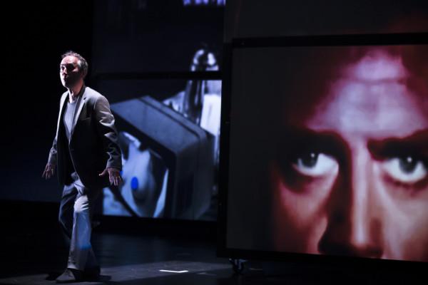 Jelenet az előadásból (fotó: Koen Broos / Muziektheater Transparant)