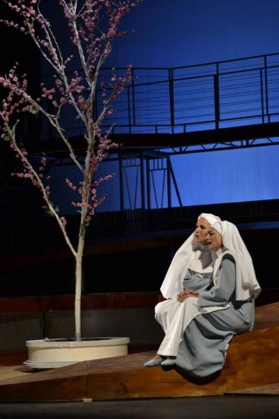 Mariana és Isabella: Barabás Zsuzsa és Egyed Apollónia (fotó: Szabadi Péter / Kolozsvári Magyar Opera)