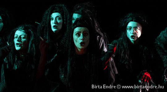A boszorkányok kara (fotó: Birta Endre)