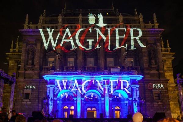 Wagner200 - az Operaház homlokzata az esti gálakoncert előtt (fotó: Rákossy Péter)