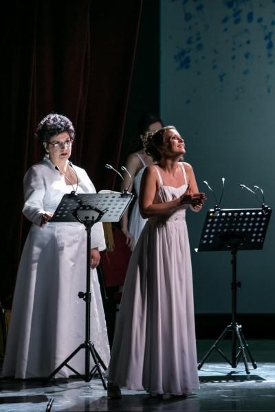 Balatoni Éva (Bianca) és Jakab Ildikó (Lucia) (fotó: Nagy Attila)