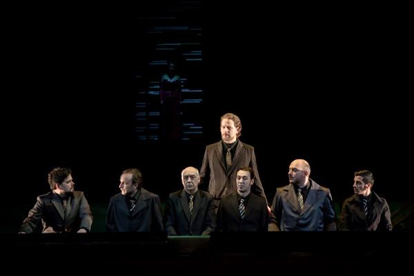Szeánsz-jelenet - hátul középen Cser Krisztián (a Herceg)) (fotó: Vermes Tibor)
