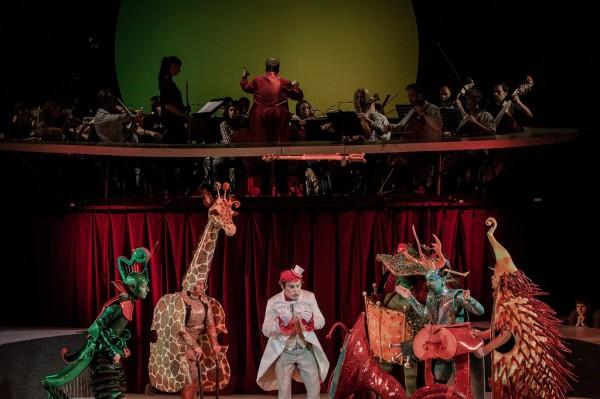 Megyesi Zoltán (Tamino) és a hangszer-állatok (fotó: Vermes Tibor)
