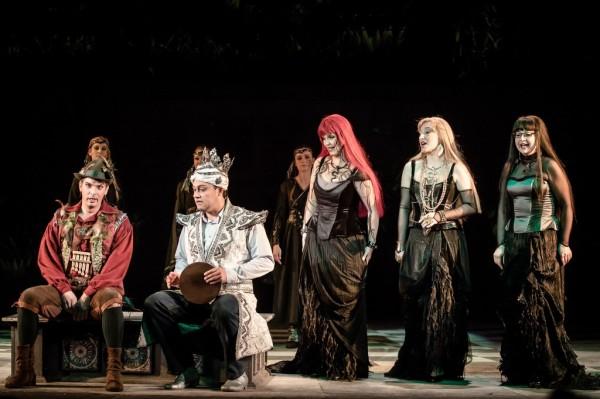 Papageno, Tamino és a három hölgy: Haja Zsolt, Klein Ottokár, Gál Erika, Balga Gabriella és Bátori Éva (fotó: Vermes Tibor)