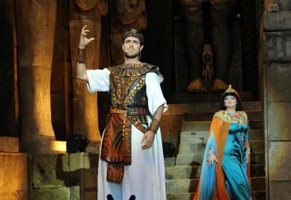 Amneris és Radames: Wiedemann Bernadett és Thiago Arancam (fotó: Szkárossy Zsuzsa / Budapesti Nyári Fesztivál)