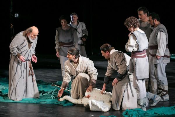 Gurnemanz (Eric Halfvarson) és a Grál-lovagok (fotó: Nagy Attila / Magyar Állami Operaház)