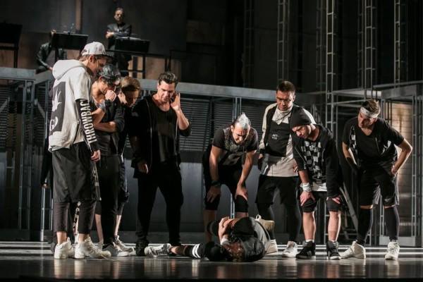 Jelenet a West Side Story előadásából (fotó: Magyar Állami Operaház)
