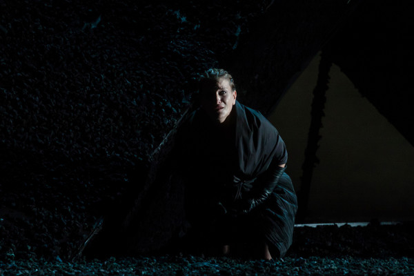 Az Otello Desdemonájaként  (fotó: Vermes Tibor)