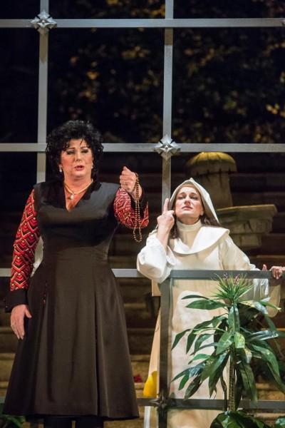 A hercegnő és Angelica: Komlósi Ildikó és Létay Kiss Gabriella (fotó: Magyar Állami Operaház)