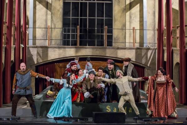 Gianni Schicchi - jelenet, elöl: Kálmán Péter, Sáfár Orsolya, Balczó Péter és Wiedemann Bernadett (fotó: Magyar Állami Operaház)
