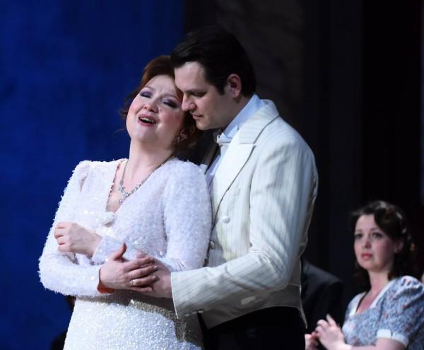 Violetta és Alfréd: Kolonits Klára és Boncsér Gergely (fotó: Máthé András / Csokonai Nemzeti Színház)