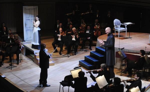 Laura Tatulescu (Susanna), Roman Trekel (a gróf) és a karmester-rendező, Fischer Iván (fotó: Pető Zsuzsa)