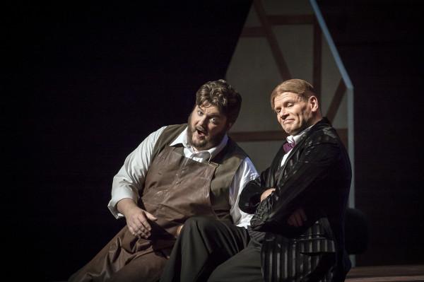 """Egy klasszikus """"munkás-opera"""": James Rutherford és Bo Skovhus A nürnbergi mesterdalnokok 2013-as Müpa-beli előadásán (fotó: Vermes Tibor)"""
