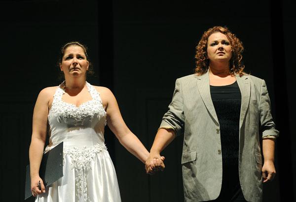 Susanna és a grófné: Herczenik Anna és Fodor Beatrix (fotó: Szkárossy Zsuzsa)