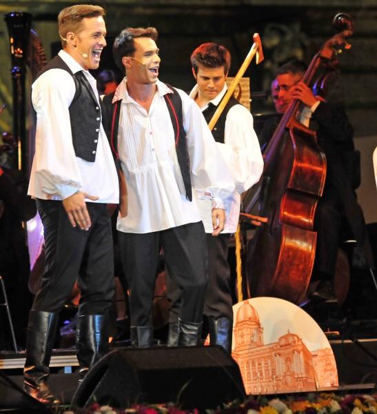 Jelenet az előadásból (fotó: Éder Vera / Budapesti Operettszínház)