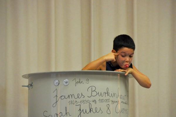 Jelenet az előadásból (fotó: Tooth Gabriella / BFZ)