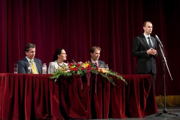 A vezetőség az évadnyitó társulati ülésen
