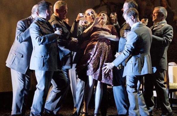 Jelenet az előadásból (fotó: Royal Opera House)
