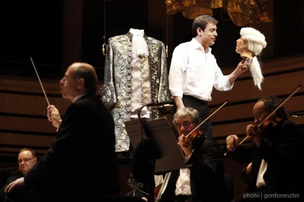 Jelenet a Figaro házassága budapesti előadásából: Fischer Iván és Hanno Müller-Brachmann (fotó: Gordon Eszter / Budapesti Fesztiválzenekar)