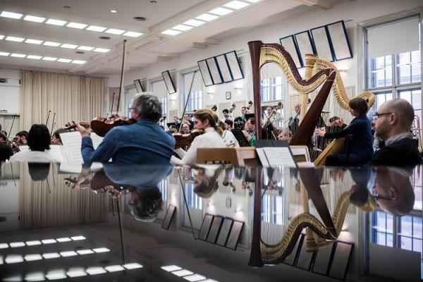 A Budapesti Fesztiválzenekar próba közben (fotó: Stiller Ákos)
