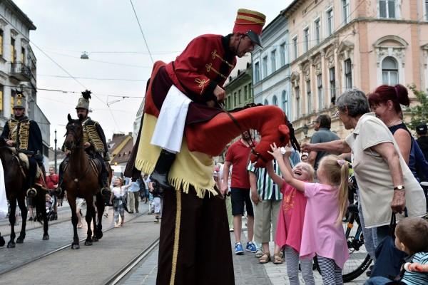 A miskolci Bartók Plusz operafesztivál nyitóparádéja (fotó: Vajda János / MTI)