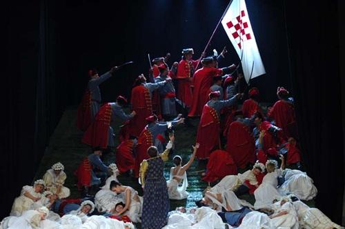 Jelenet az előadásból (fotó: Eszéki Horvát Nemzeti Színház)