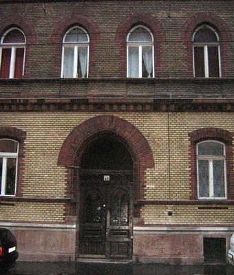 Az Izabella utcai ház, ahol laktak