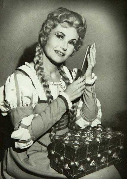 Vámos Ágnes mint Margit Gounod Faustjában