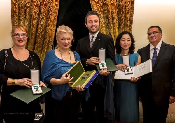 A kitüntetés átadásán: Tiffany Rufini, Sass Sylvia, Riccardo Certi, Ryoko Tajika Drei és Balla-János