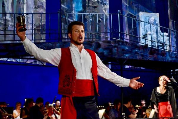 A kolozsvári Don Giovanni címszerepében (fotó: Kolozsvári Magyar Opera)