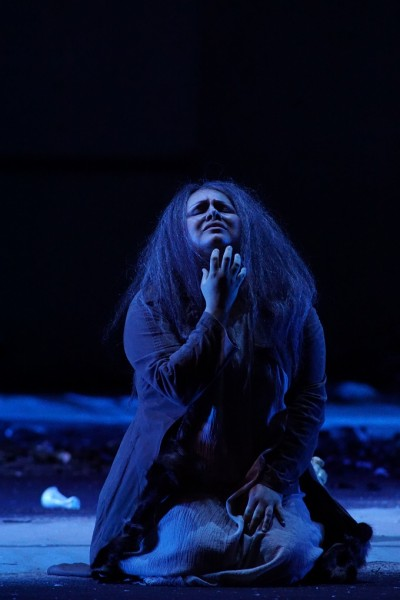 Erda a wiesbadeni Siegfried-előadásban (fotó: Karl Foster / Hessisches Staatstheater Wiesbaden)