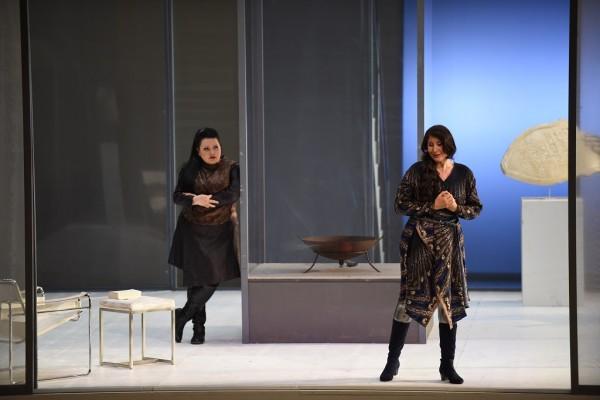Az istenek alkonya - Waltraute, Sonja Gornik partnereként (fotó: Karl Foster / Hessisches Staatstheater Wiesbaden)