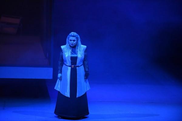 Az istenek alkonya - Első norna (fotó: Karl Foster / Hessisches Staatstheater Wiesbaden)