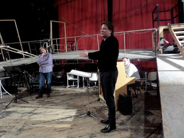 Cser Ádám a beavató előadáson (fotó: Vona Ildikó)