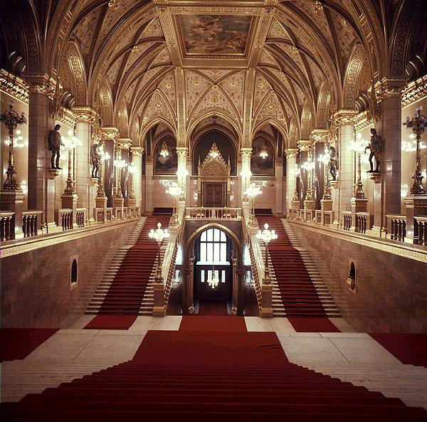 Országház-lépcsők