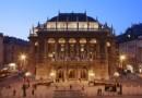 Divatbemutató az Operaháznál