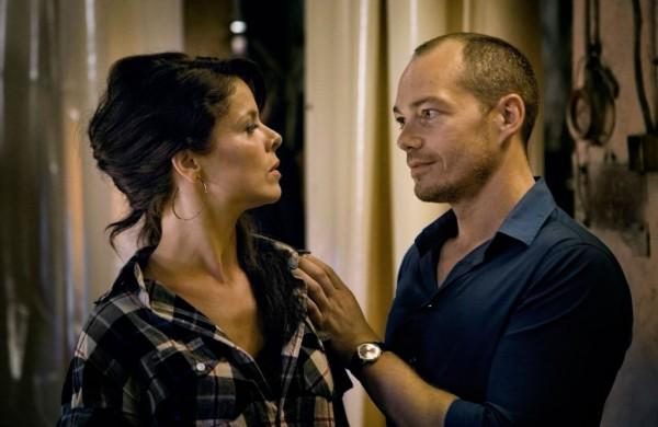 Juan (Christopher Maltman) és Zerlina (Katija Dragojević) (fotó: Steffen Aarfing)