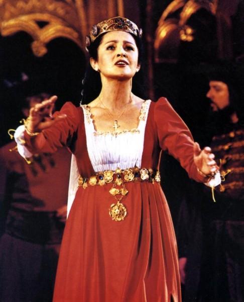 Pitti Katalin mint Csáky Lóra a Dózsa György Erkel színházi előadásán, 1994-ben (fotó: Mezey Béla)