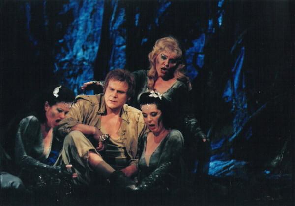 Siegfried a sellőkkel: Felber Gabriella, Kukely Júlia, Sánta Jolán (Fotó: Mezey Béla)