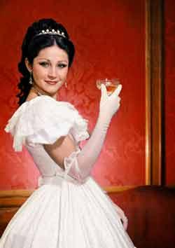 Pitti Katalin Traviataként