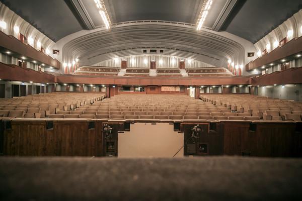 A nézőtér a színpadról - új színek, új ülések (fotó: Vermes Tibor)