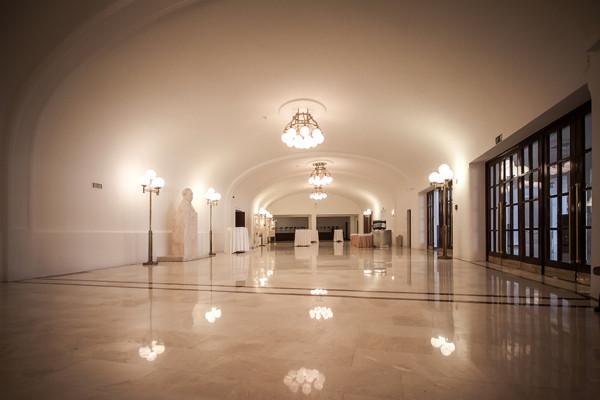 Az épület aulája (fotó: Vermes Tibor)