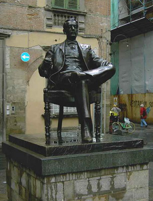 Puccini szobra Luccában
