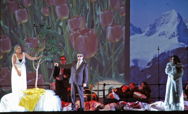 Finálé: Nadine Secunde, Perencz Béla és Bátori Éva (Fotó: Éder Vera)