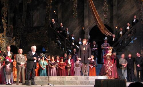 Molnár András köszöntése az Operaház színpadán (Fotó: Konyha Katalin)
