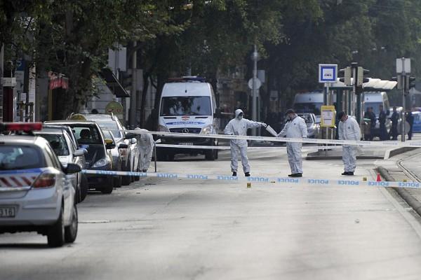 Helyszínelő rendőrök a teréz körúti robbanás helyszínén (fotó: Lakatos Péter / MTI)