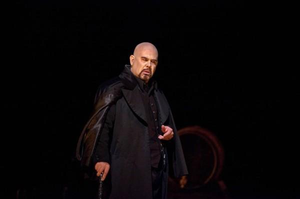 Lindorf tanácsos: Alan Held (fotó: Ken Howard / Metropolitan Opera)